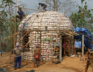 Pulley system to take buckets of straw dipped in a mix of cement and water to the top of the dome.